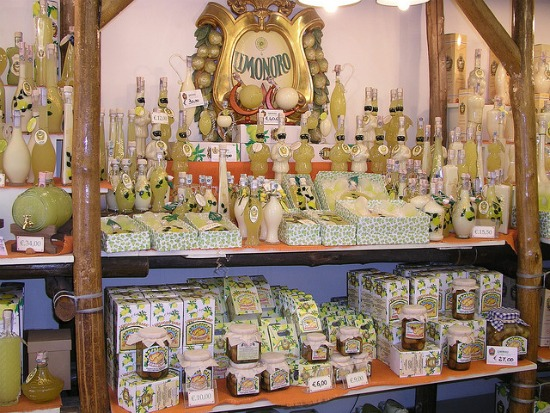 Shopping a Sorrento - il famoso Limoncello