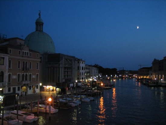 Venice by the Light of the Moon. Photo credit: panoramio.com