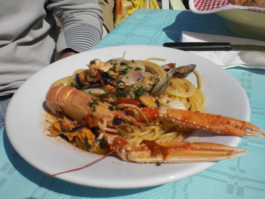 Seeigel essen in Savelletri - Spaghetti di mare