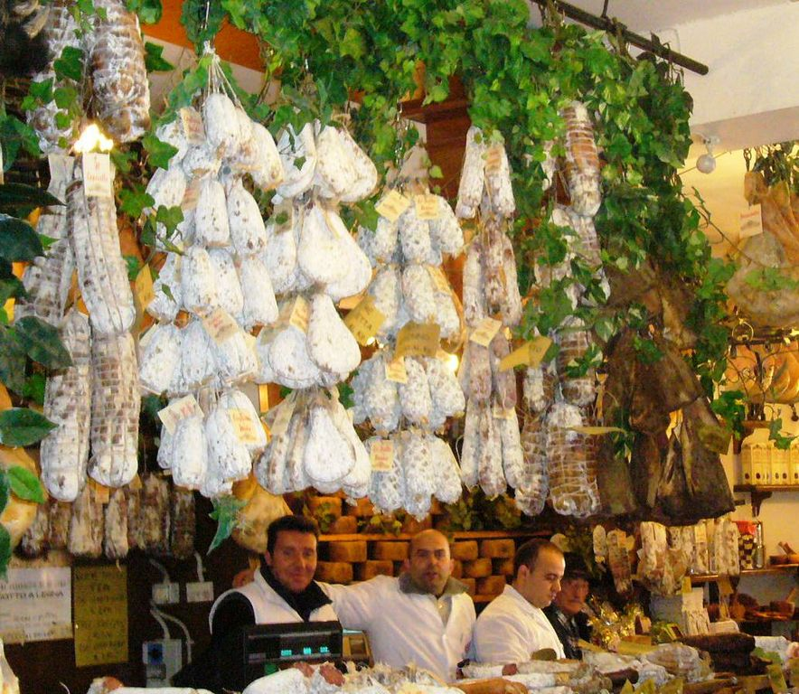 Typical butcher in Italy - How to eat in Le Marche