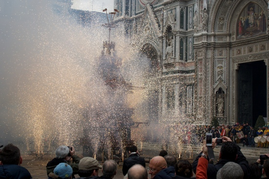 Easter in Italy: The Explosion of the Cart